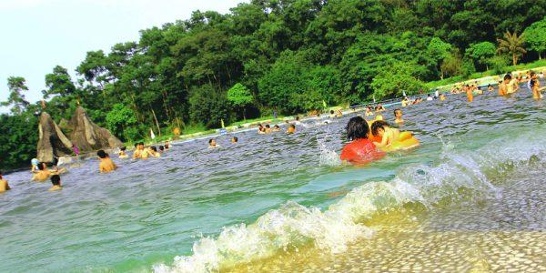 hồ suối khoáng nóng ở khu du lịch Khoang Xanh Suối Tiên