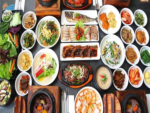 Một số lưu ý trên bàn ăn của người Hàn Quốc