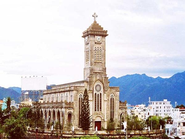 Nét kiến trúc độc đáo của nhà thờ đá Nha Trang