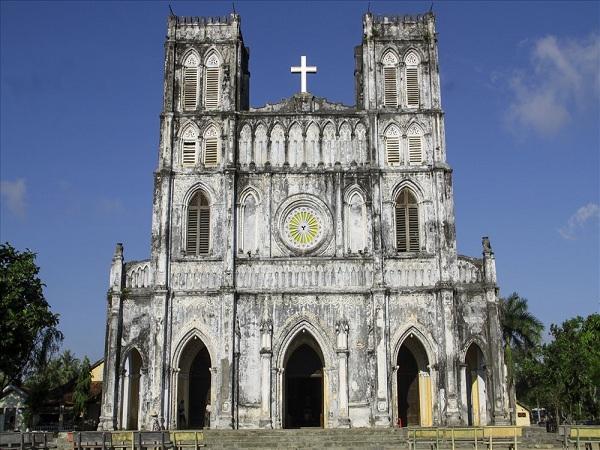Khám phá nhà thờ Mằng Lăng kiến trúc trăm tuổi ở xứ Nẫu