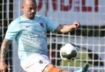 """Sneijder """"phát tướng"""" sau 2 tuần giải nghệ"""