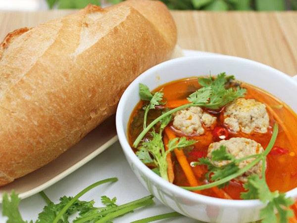 Bánh mì xíu mại Đà Lạt - Món ăn đánh thức buổi sáng