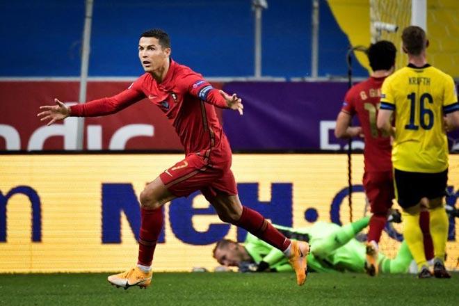 Ronaldo hơn triệu người, dưới 1 người: Ngả mũ huyền thoại châu Á từng đấu MU