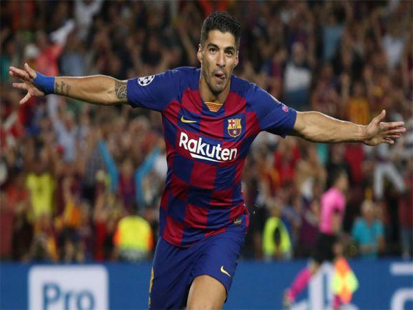 Tin bóng đá tối 10/9: Suarez dứt điểm vọt xà trên sân tập