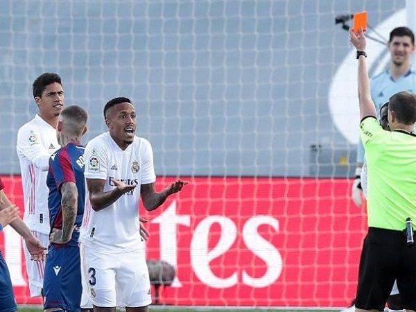 Bóng đá quốc tế tối 1/2: Zidane tắt tivi khi thấy học trò nhận thẻ đỏ
