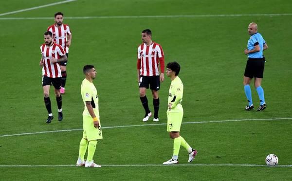 BĐ Quốc Tế 26/4: Atletico nguy cơ mất ngôi đầu bảng