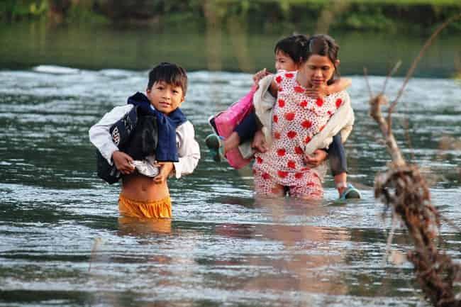 Nằm mơ thấy lội nước ẩn chứa điềm Tốt hay Xấu, nên đánh con gì?