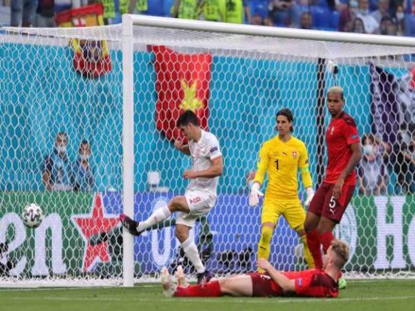 Bản tin bóng đá Euro 3/7: Sao TBN nổi điên sau pha hỏng ăn khó tin